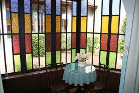 Sala com vitral – Pousada Estalagem Brotas